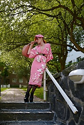 The wardrobe of Ms. B - Mansur Gavriel Pink Handbag, Gucci Black Belt, Gucci Pink Sunglasses - New post