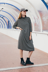 Frida Sjöberg - Dr. Martens Dr.Martens, Monki Dress, H&M Cap - Stripes