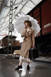 Esra E. - New Look Camel Trenchcoat, Doppler Ruffles Umbrella - Vintage vibes