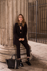 Swantje Sömmer | OffwhiteSwan - Balenciaga Boots, All Items On The Blog - Pantsuit, Aigner Bag & Balenciaga Ceinture Boots