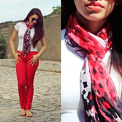 Nde -  - Casual. Red & white ?