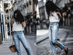 Elifnaz Kuşkaya - Zara White Top, Ag Jeans Vintage Fit, Zara Straw Bag - THE PHOEBE