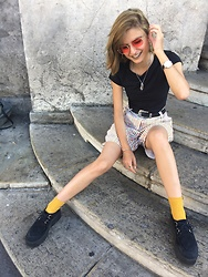 Kam - Athmosphere Black T Shirt, Striped Shorts, Red Sunglasses, Yellow Socks, Creepers, Pull & Bear Silver Choker - Yellow black and red