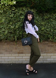 Jessica Gutteridge - Primark Small Black Satchel Bag, H&M Spotted Heart Shirt, Zan.Style Green High Waist Cropped Trousers - Greenery looks good on you