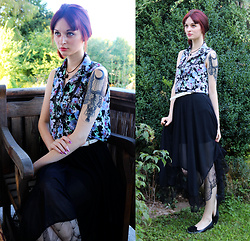 Sophia A - Tally Weijl Flower Top, Claire's Cross Necklace, Gamiss Black Skirt - Flowerbed