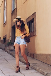 Bárbara Marques - Loavies Shirt, Uterque Bag, Zara Shorts, Kiabi Sandals, H&M Hat, Ray Ban Sunglasses - CHANGE