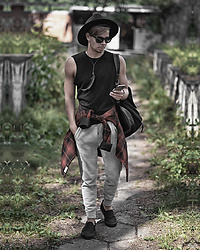 Edgar - Pull & Bear Gray Cotton Joggers, H&M Striped Flannel Shirt, H&M Black Sleeveless Top, Primark Black Leather Backpack, Topman Feather Necklace, Asos Black Fedora Hat, Asos Black Sunglasses, Supercomma B Black Canvas Slip Ons - FESTIVAL SEASON