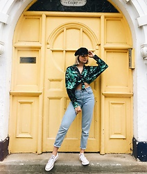 Dominique Malinowska - Topshop Mom Jeans, Converse White, Topshop Baker Boy Hat, Bershka Yellow Aviator Sunglasses - All that Funk