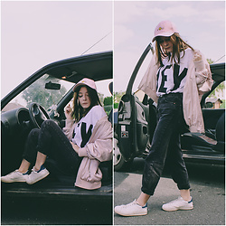 Lbtw_ - Zaful Hey You T Shirt, Zaful Pink Happy Smiley Cap, Zara Pink Bomber, Pull & Bear Momfit Black Jeans - HEY YOU