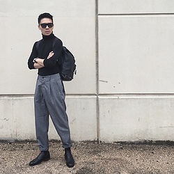 MARTAN . - Zara Turtleneck, Marc By Jacobs Backpack, Rm Williams Boots, Asos Pants, Retrosuperfuture Sunglasses - AUTHENTIC