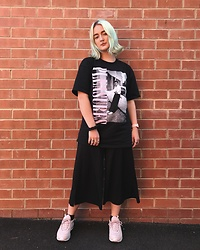 Ellie Fowler - Pleasures Tee, Zara Culottes, Nike Air Max 97 - PLEASURES