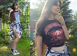 Isabel O - Aerosmith T Shirt, H&M Dungarees, Secondhand Shirt - That kinda lovin' sends a man right to his grave!
