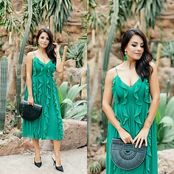 Edisa Shahini - H&M Dress, Cult Gaia Bag, Christian Dior Shoes - GREEN DESERT