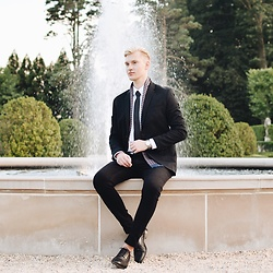 Piotr Ryterski - Longines Watch, Bows N Ties Tie, Red Tape Shoes, H&M Pants, Zara Shirt, Topshop Blazer - Fountain bliss (IG itspiotr)