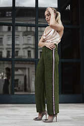 Laura⎢Les factory Femmes - H&M Pants, Mango Top, Topshop Earrings, Dune Pumps - Metallic Dreams