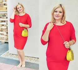 Kasia Koniakowska - Bonprix Dress, Rosegal Bag - Red and pregnant