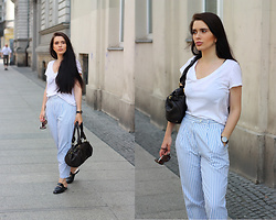 Justyna Lis - Marks & Spencer White T Shirt, Chloé Chloe Bag, Maxmara Striped Pants, Gucci Black Mules - Baby blue striped pants