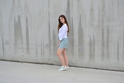 Sofie Rome - H&M Shirt, Adidas Gazelle Sneakers - It's a wrap