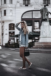 Sunita Ramic - Esprit Denim Jacket, Levi's® Shorts - Denim jacket