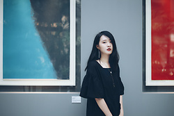 Zi Qiang -  - Black dress. 2017.08.28