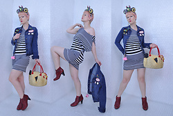 Suzi West - Sharla Tv Plushie Fascinator, Suzi West Model Barbie Hand Earrings, Old Navy Denim Jacket, Forever 21 Asymetrical Tunic, Nyctlt Rubber Chicken Purse, Born Concepts Booties - 29 June 2017