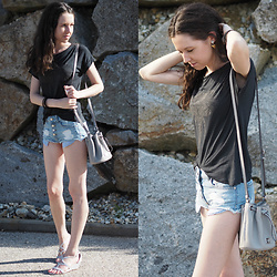 Claire H - Michael Kors Bucket Bag, Mango Shorts - Summer is always short(s) ?