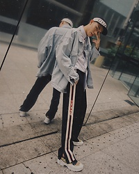 MR.BRIAN SEE - Gucci Trackpants, Raf Simons Ozweego3, Gucci Logo Hat, H&M Jacket - I feel like Gucci
