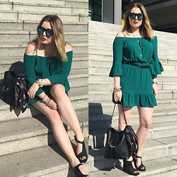 Ania K. [www.overdivity.com] - Bag - Green off shoulder dress