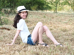 Claire H - Calvin Klein T Shirt, Panama Hat - Happy summer