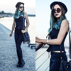 Ola Brzeska - Zaful Corset Blouse, Bershka Pants, Altercore Sneakers, New Look Fringe Bag - Azzuro