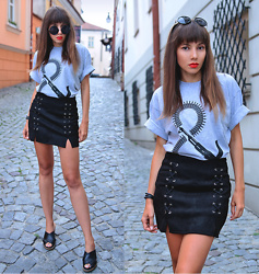 Jointy&Croissanty © -  - Black lace up skirt