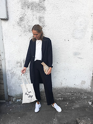 Kajsa Svensson - Only Blazer, Chiara Forthi Fav Pant, Adidas Sneakers - SEPTEMBER LIGHT
