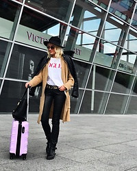 Oliwia Rosiak - Wrangler Jeans, Gucci Belt, Primark Hat, Vogue Tshirt, Stradivarius Sweater, Christian Lacroix Bag, Replay Booties, Ray Ban Sunglasses - Travel time
