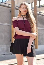 Paulina Kędzierska - Stradivarius Maroon Top, Black Skirt - Off shoulder top
