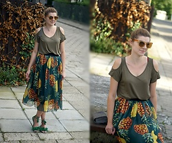 Kamila Krawczyk - Bonprix Shirt, Zaful Skirt, Rosegal Sandals, Asos Sunglasses, Rosegal Bag - Pineapple print skirt
