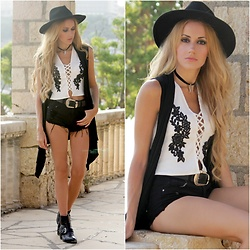 Irene Aspas - Zaful Top - B&W Boho