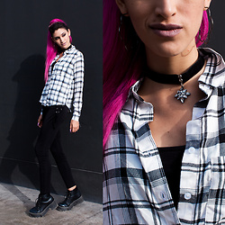 Andrea Chavez -  - Black and white tartan