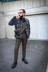 David Fernandez - H&M Belt Bag, H&M Jacket, H&M Trousers, H&M Boots, Viu Eyewear Glasses - H&M Studio Collection