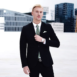 Piotr Ryterski - Gucci Belt, Longines Watch, Bows N Ties Tie - Floral sharpness (IG itspiotr)