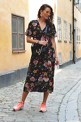 Isabella Pozzi - Zaful Floral Wrap Dress, Dresslily Yellow Sunglasses - Zaful wrap-dress & Dresslily sunglasses