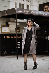 Esra E. - H&M Checked Coat, Sacha Black Cut Out Leather Boots, Marc Jacobs Cat Eye Sunglasses, Taifun Black Dress - Little black dress