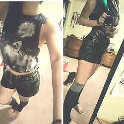 Mary - Hot Topic Mcr Shirt, H&M Shorts - Welcome to the black parade