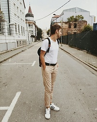 Anel Musanovic - Adidas White Sneakers, H&M Chinos, H&M Black Belt, New Yorker White T Shirt - Vintage Fall