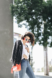 Silvia Henz - Gucci Soho Bag, Alcaçuz White Basic Shirt, Lenny Niemeyer Orange Earring, Helena Bordon White Sunglasses Eyewear, Calvin Klein Skinny Basic Jeans, Zara Tweed Perfecto Jacket - Almost basic
