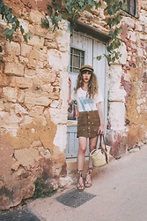 Alexe Bec - Brixton Cap, Daydreamer La T Shirt, Vintage Skirt, Market Basket Bag, L'une Et L'autre Sandals - Summer Road-Trip : the orange land of Roussillon