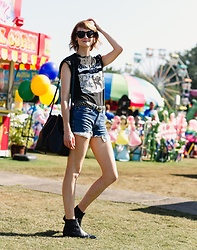 E Maille - Genuine People Brow Bar Sunglasses, Urban Outfitters Choker, Vintage Studded Belt, Levi's® Denim Shorts, Topshop Western Boots, Mansur Gavriel Bucket Bag - Summer's end