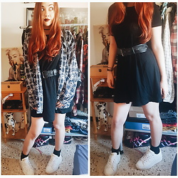 Luc S. - Mustang Platform Sneakers, Stradivarius Little Black Dress - Cambio de aires.
