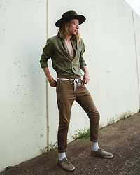 Dustin Faires - Goorin Brothers Wide Brim Fedora, H&M Casual Green Button Up, Asos Layered Gold Ring Necklace, Cotton On Brown Drop Crotch Chino, Vans Tan Canvas Shoes - E A R T H Y