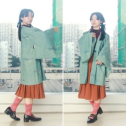 Flosmoony - Dottori Vintage Starry Colour Haori, Dottori Vintage Pleated Skirt, Placebo Store 3 Stripe Flats - Vintage in City