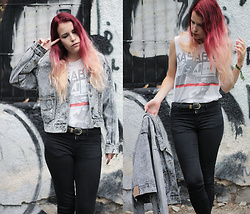 Sofi B. - Kasabian White Top, Black Skinny Jeans, Vintage Belt, Grey Retro Denim Jacket - FALL IN LOVE WITH AUTUMN